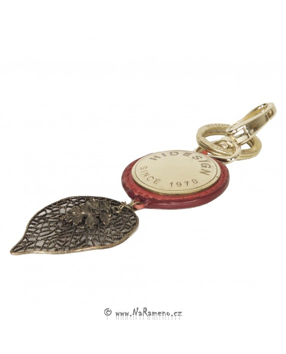 Přívěsek na klíče HIDESIGN z kovu zlaté barvy KC-Leaf červený